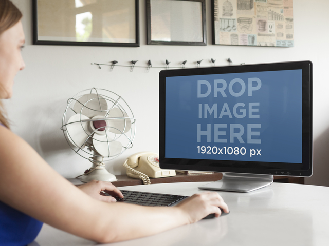 Working With PC Desktop at Design Studio Mockup Generator