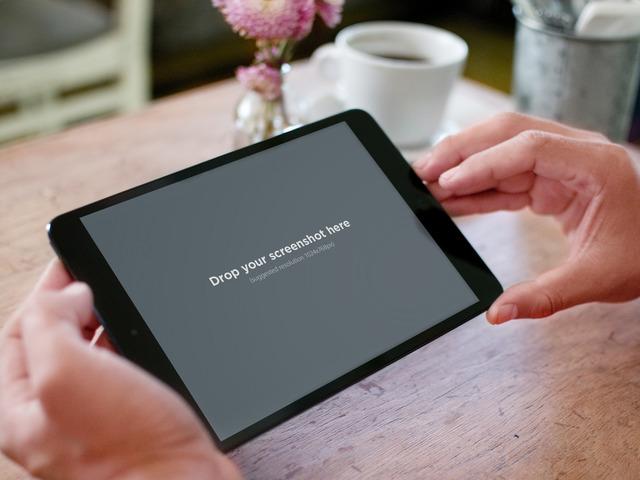 Black iPad Mini Landscape Table