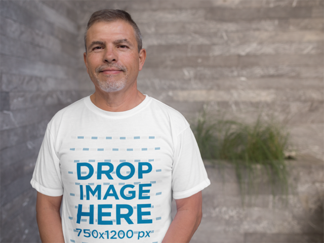 Elder Man Wearing a Round Neck T-Shirt Mockup a10818