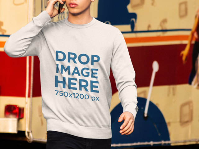 Crewneck Mockup of a Young Man at a Food Truck Park a9078