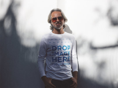 Hip Middle-Aged Man Wearing a Long Sleeve T-Shirt with Sunglasses a12244