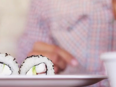 Eating Sushi and Using iPhone 6 (With Gestures)